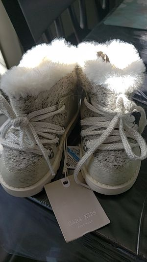 Zara baby girl winter boots- Size 4 for Sale in Chula Vista, CA