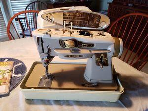Singer Rocketeer 500A Sewing Machine for Sale in Frostproof, FL