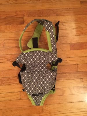 Petunia pickle's baby carrier for Sale in Los Angeles, CA