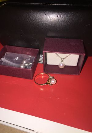 HELZBERG Diamonds pearl necklace, ring and earrings for Sale in Dallas, TX