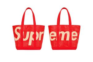 Supreme Tote in hand for Sale in North Attleborough, MA