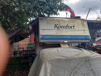 1994 24FT Komfort fifth wheel for Sale in Happy Valley,  OR