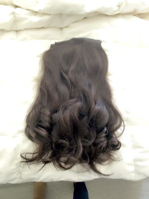 Glam Seamless Clip-in 7 Piece Extension Set for Sale in Mountain View, CA