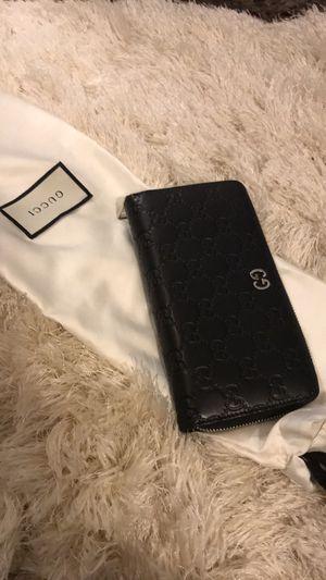 Full Zipper Black Gucci Wallet for Sale in Chicago, IL