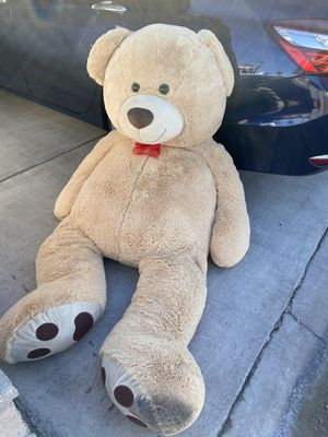 Giant teddy bear FREE for Sale in Colton, CA