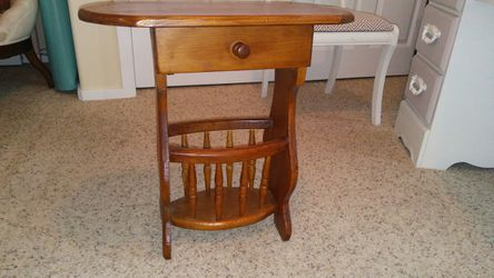 Side Table With Magazine Rack for Sale in Snohomish,  WA
