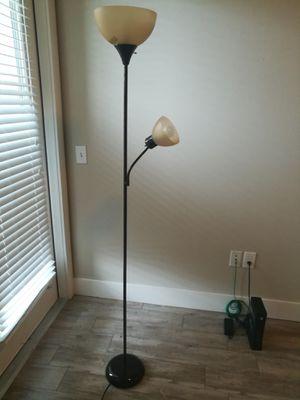 Floor lamp with bulbs + 2 led bulbs for Sale in Dallas, TX