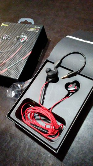 Earbuds w/ removable microphone for Sale in Columbus, OH