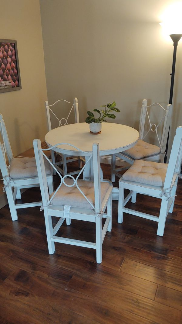 White farmhouse round table, 5 chairs, solid wood and metal 38 inch wide