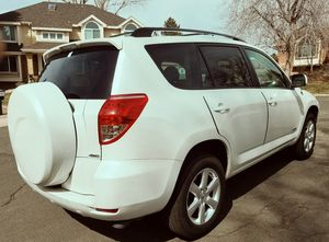 Automatic transmission 2006 TOYOTA RAV4 Cloth seats for Sale in Baltimore, MD