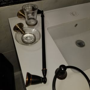 Bathroom accesories for Sale in Miami, FL