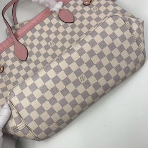 Neverfull LV bag/purse for Sale in Hampton, NE