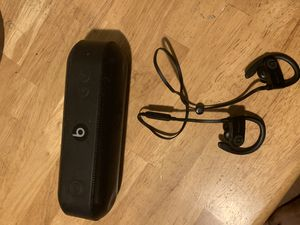 Beats pill and wireless Bluetooth headphones have charger and case for headphones for Sale in Fresno, CA