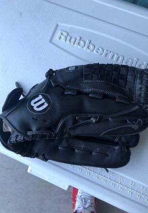 Wilson baseball glove for Sale in Seagoville, TX