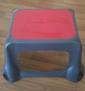 Rubbermaid 300lb capacity step stool for Sale in Los Angeles, CA