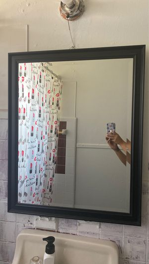 Hanging wall mirror for Sale in San Antonio, TX