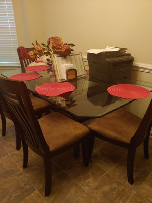 Table and chairs for Sale in Union City, GA