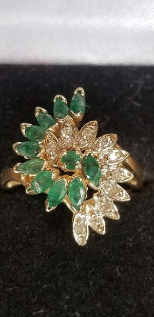 Stunning Vintage Estate 10K yellow gold genuine Emerald and diamond ring size 7 for Sale in Lake Stevens, WA