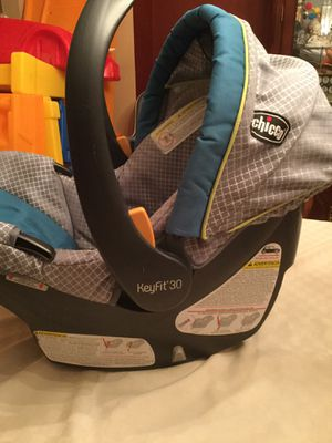 Chicco key fit infant car seat &3 bases for Sale in Medina, OH