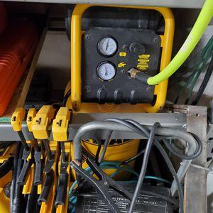 Dewalt 15 Gallon Air Compressor for Sale in Tacoma, WA