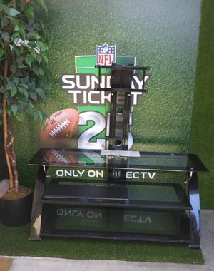 """TV stand """""""""""" PLEASE READ THE DESCRIPTION BEFORE YOU TEXT $100 for Sale in Yorba Linda, CA"""
