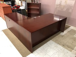 Executive L-shaped office desk Including bookshelf Cherrywood for Sale in Stockton, CA