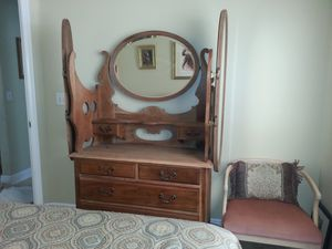 Antique cherry wood dresser with 3 detachable beveled mirrors for Sale in Miramar, FL
