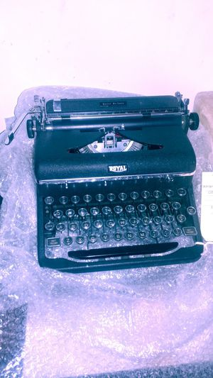 Royal 1930s typewriter in excellent condition for Sale in Queens, NY