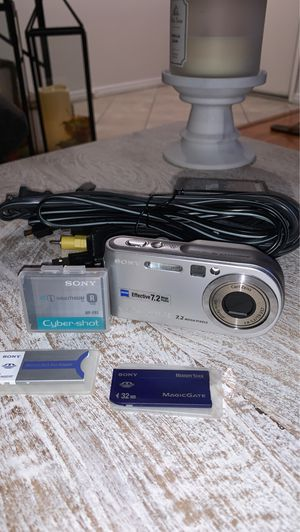 7.2 megapixel digital camera with accessories for Sale in San Diego, CA