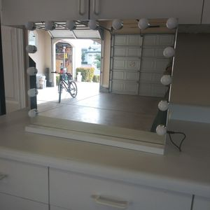 23inwX19intHollywood Lighted Makeup Mirror with 15 Dimmable LED Bulbs for Sale in Las Vegas, NV