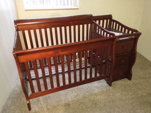 Baby crib and changing station combo for Sale in Denver, CO