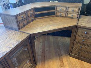 Bassett corner desk set for Sale in La Mesa, CA