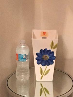 Beautiful blue flower vase!!! for Sale in St. Cloud, FL