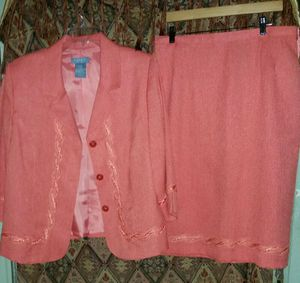 2pc koret dress worn only once at a wedding for Sale in Beaumont, TX