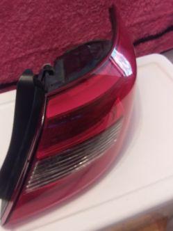 2017 Hyundai Sonata Right Tail Light ( Read Description) for Sale in San Antonio,  TX