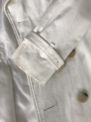 Negociable Burberry White jacket for Sale in Miami, FL