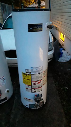 Clean 40 gallon hot water tank for Sale in Detroit, MI