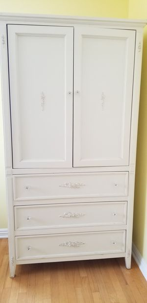 White amiore with 3 drawers for Sale in Dana Point, CA