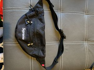 Supreme Fanny Pack ss19 for Sale in Elk Grove, CA
