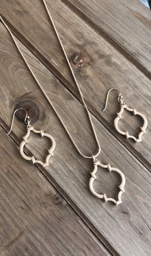 Quatrefoil Moroccan style pendant necklace and earrings set for Sale in Austin, TX