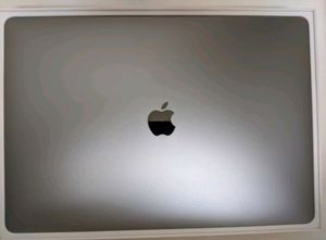 2018 MacBook pro with retina 15 inch for Sale in Davie, FL