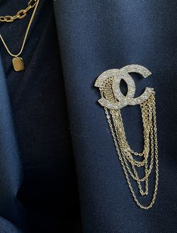 Elegant Rahinestone CC Gold Chain Brooch for Sale in Newark,  CA