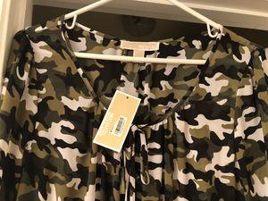 Michael Kors Camo Dreas. Size L for Sale in Phoenix, AZ