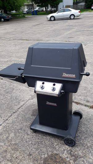 Gas grill for Sale in WILOUGHBY HLS, OH