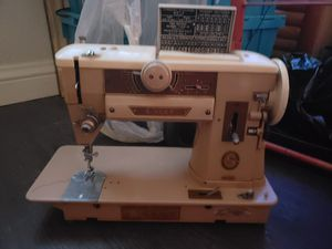 Slant stitch sewing machine for Sale in Las Vegas, NV
