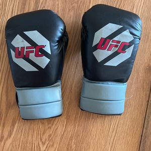 UFC HEAVYWEIGHT BOXING GLOVES for Sale in Falls Church, VA
