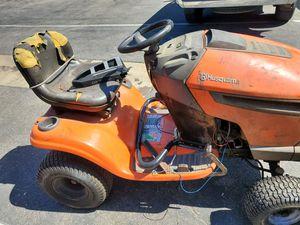 Husqvarna Lawn Tractor YTH22V42 for Sale in Gardena, CA