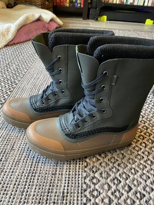"""Vans """"off the wall"""" Standard snow boots. Never worn but have minor scuffs from storage. Retail $149 for Sale in Fort Lauderdale, FL"""