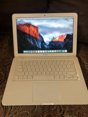 2009 white MacBook for Sale in Tulare, CA