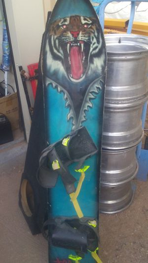 Snow board good condition trade for 3 ton jack or grow light for Sale in Tucson, AZ